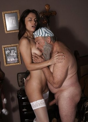 Youthfull dame in crimson Santa footwear gives her sugar daddy lovemaking for Christmas