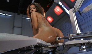 Leilani Leeane practices some assfuck penetration with hook-up machines