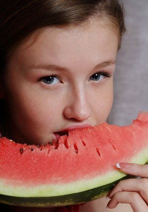 Delicious youthful Emily Bloom gets watermelon juices on her adorable face & clean-shaven g-spot