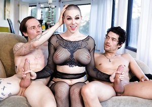 Tattooed female Harlow Harrison trims her head before lovemaking with 2 boys