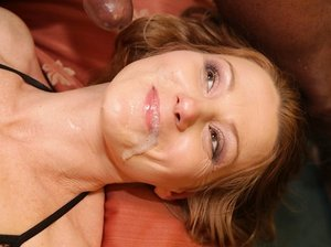 Mature dame does her greatest to drool out jizz after xxx interracial hook-up