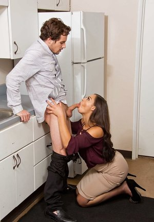 Co-worker receives enjoyment from Karissa Kane with a suck off and some fuckin'