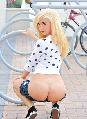 Scorching youthfull blond with puffy titties in cut-offs baring petite plump donk in public