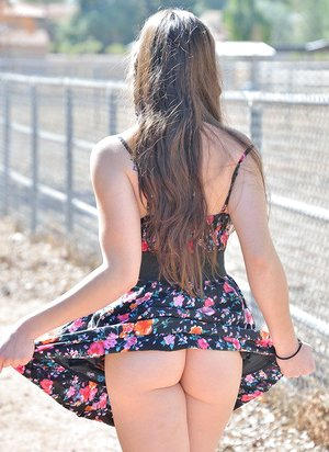 Youthful teenage stretches culo for nude upskirt & toys beaver outdoors