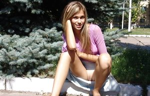 Nasty platinum-blonde teenage flashes a no g-string upskirt and a knocker on the front lawn
