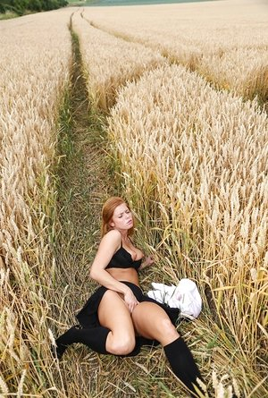 Towheaded schoolgirl Chrissy Fox fingers her clean-shaved cunt amid a area of wheat