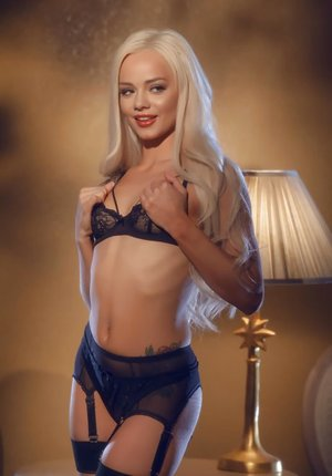 Killer solo woman Elsa Jean licks her crimson lips while playing with her twat