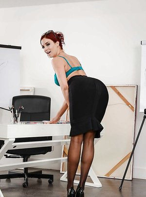 Hookup ed teacher Jaye Summers poses in tights after removing skirt and blouse