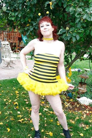 Mature bee Messy Garden Chick stretches aside her cooter and ass-cheeks outdoors