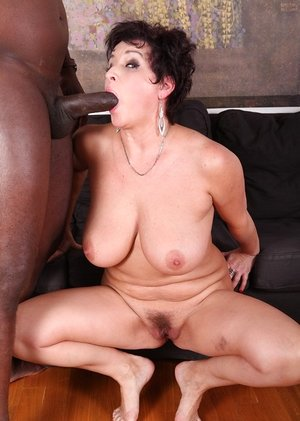 Chesty older girl Jessica Molten strips before her highly very first gigantic ebony rod experience
