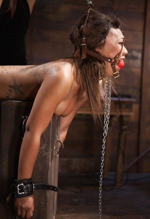 Aggressive woman Isis Enjoy hooks Leilani Leeane up to shock delivering contraptions